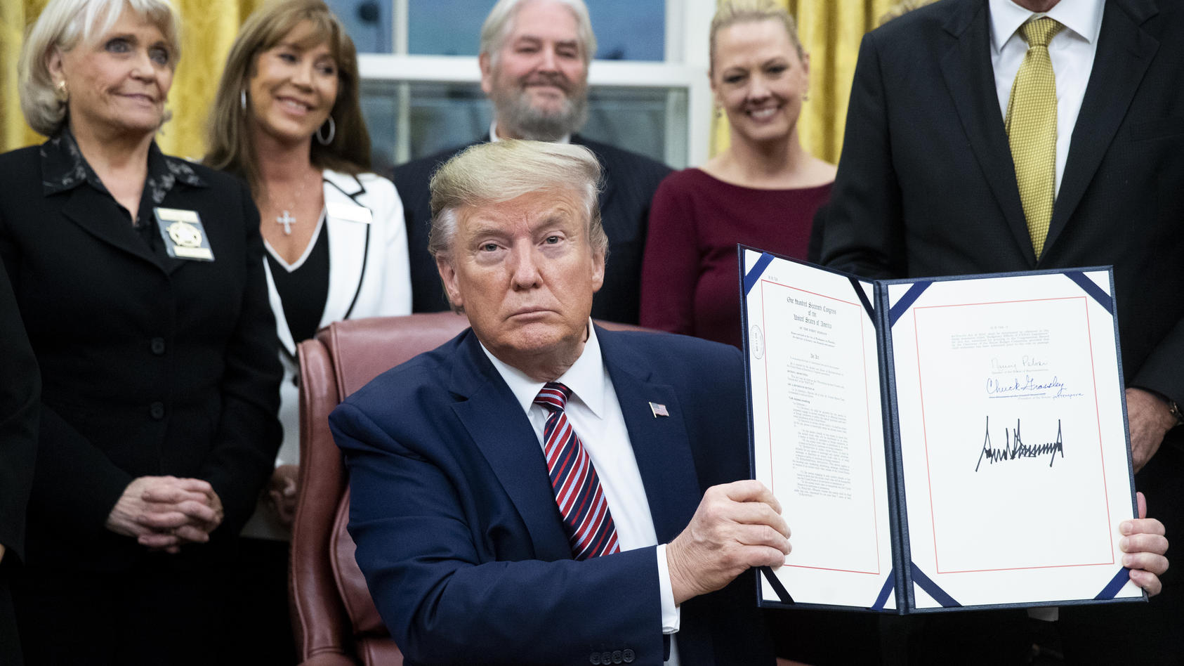 Präsident Donald Trump unterzeichnet ein landesweites Gesetz gegen Tierquälerei.