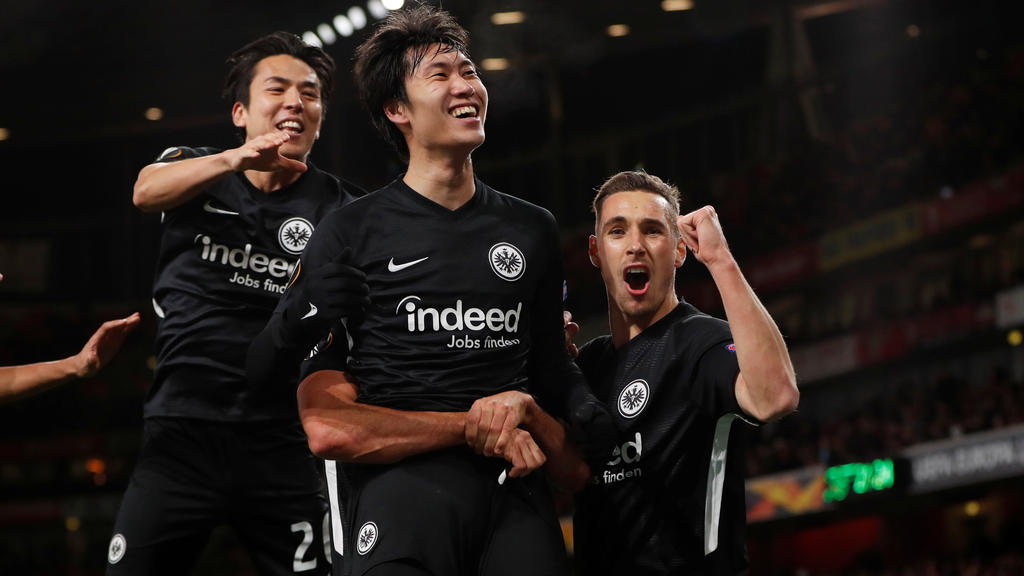 Soccer Football - Europa League - Group F - Arsenal v Eintracht Frankfurt - Emirates Stadium, London, Britain - November 28, 2019  Eintracht Frankfurt's Daichi Kamada celebrates scoring their second goal with teammates   Action Images via Reuters/Pau