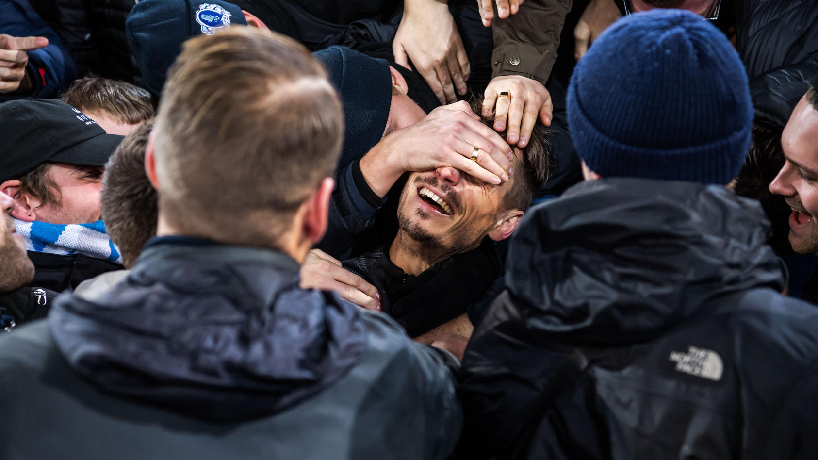 191128 Markus Rosenberg of Malmö FF celebrate with supporters during his honoring after the Europa league match between