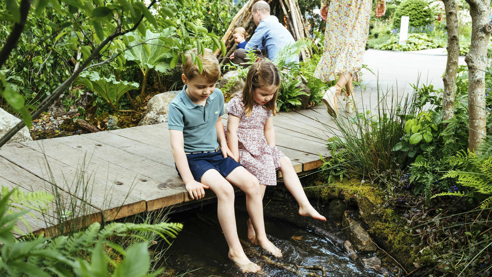 Die beiden ältesten Kinder von Prinz William (37), Prinz George (6) und Prinzessin Charlotte (4) von Cambridge, sind bereits ganz ordentliche Schwimmer.