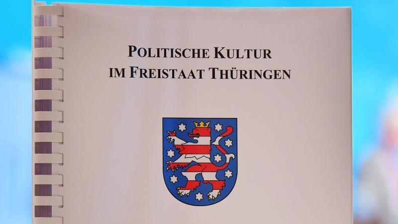 Der Thüringen-Monitor 2017. Foto: Martin Schutt/dpa-Zentralbild/dpa/Archivbild