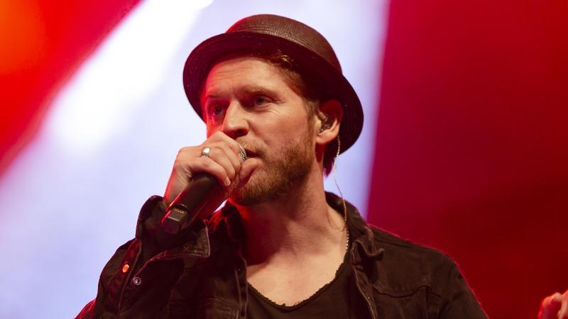 Der Sänger Johannes Oerding während eines Auftritts. Foto: Frank Molter/dpa