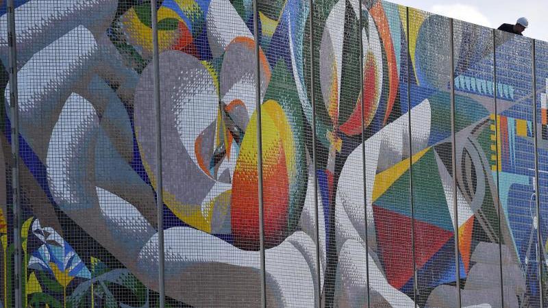 """Element vom Wandmosaik """"Die Beziehung des Menschen zu Natur und Technik"""" des Spaniers Josep Renau. Foto: Martin Schutt/zb/dpa/Archivbild"""