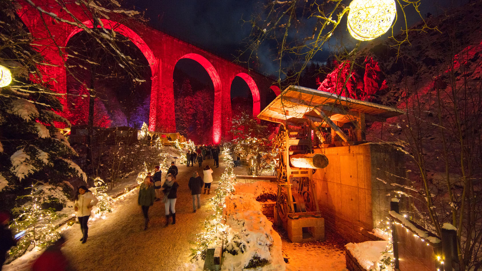 Der romantische Weihnachtsmarkt in der Ravenna Schlucht
