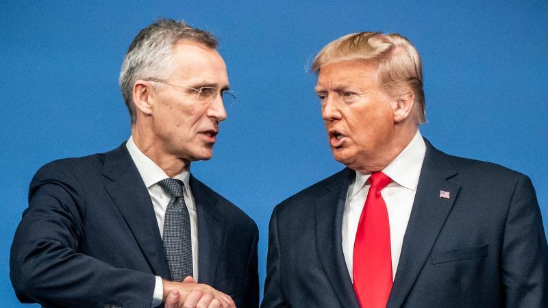 Nato-Generalsekretär Stoltenberg und US-Präsident Trump beim Gipfel in Großbritannien. Foto: Michael Kappeler/dpa