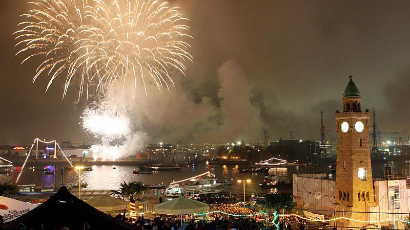 Feuerwerk am Hafen von Hamburg