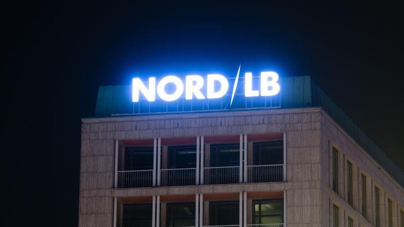 Die EU-Wettbewerbshüter haben die milliardenschwere Rettung der Norddeutschen Landesbank genehmigt. Foto: Julian Stratenschulte/dpa