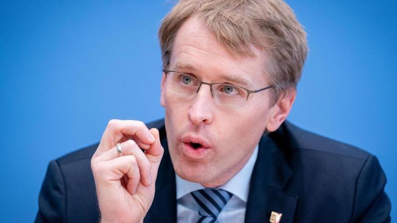 Daniel Günther (CDU), Ministerpräsident von Schleswig-Holstein, spricht im Landtag. Foto: Kay Nietfeld/dpa