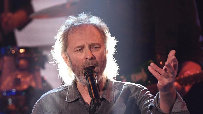 """Sänger Pete Wolf, auch bekannt als Wolfgang Petry, bei """"Ein Herz für Kinder"""". Foto: Jens Meyer/AP/Pool/dpa"""