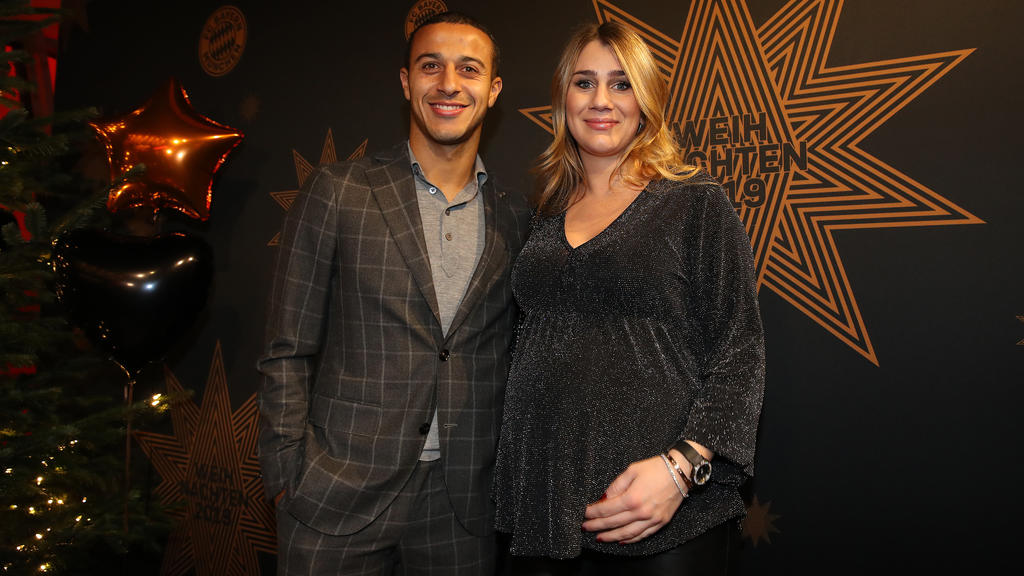 MUNICH, GERMANY - DECEMBER 08:  Thiago Alcantara of FC Bayern Muenchen attends with his wife Julia Vigas the clubs Christmas party at Allianz Arena on December 08, 2019 in Munich, Germany. (Photo by Alexander Hassenstein/Getty Images)