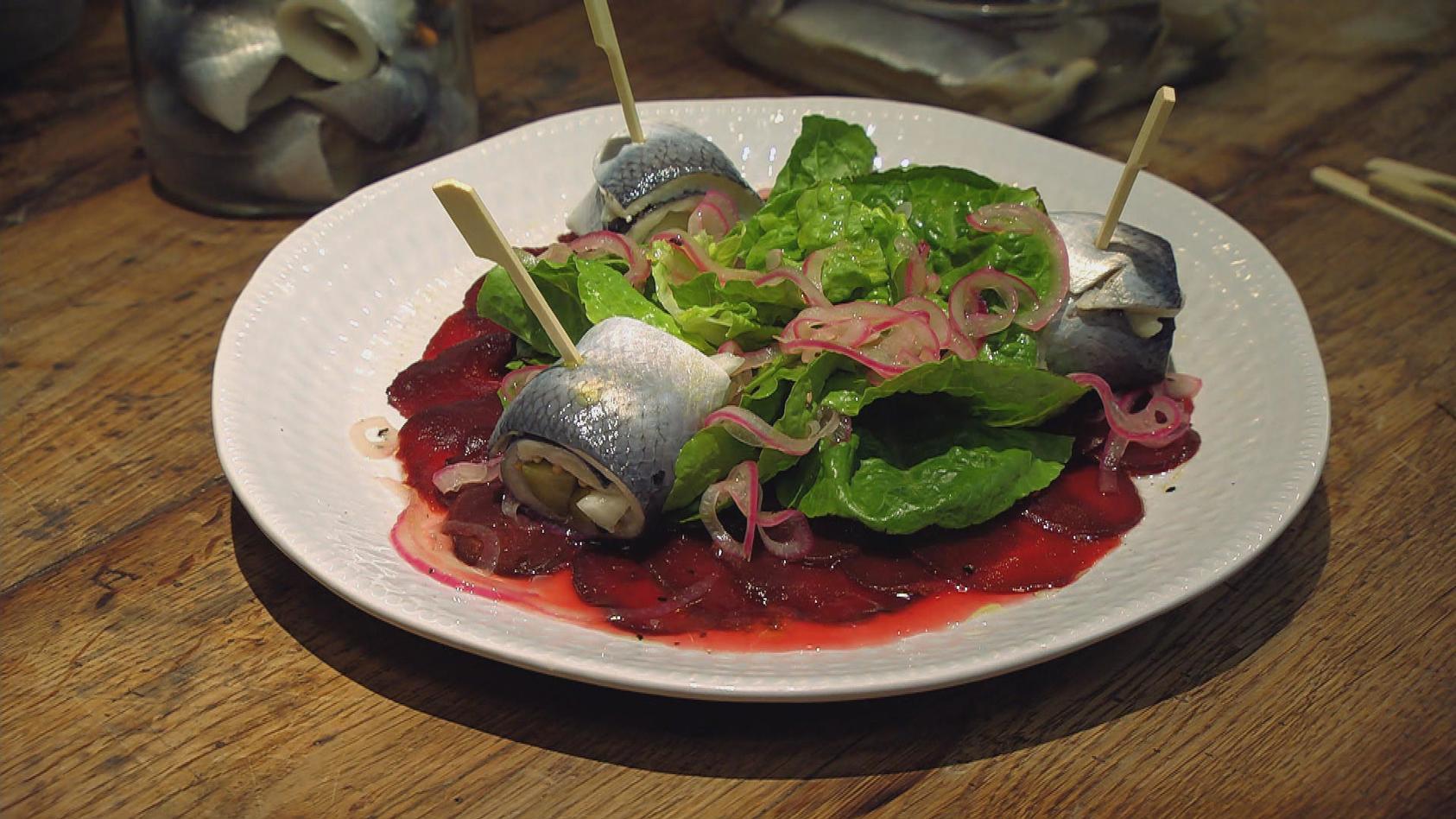 Süß trifft sauer - Das macht Freude: Rote-Bete-Salat mit Rollmops
