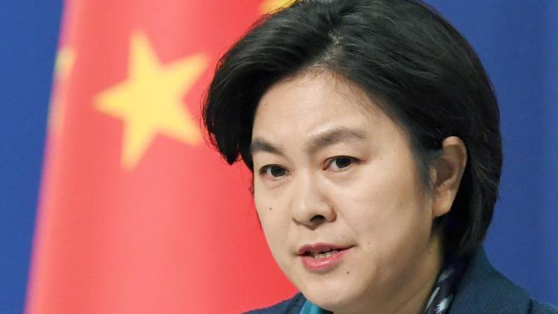 """Hua Chunying, Sprecherin des chinesischen Außenamts, sprach vom """"schwersten Schlag für das multilaterale Handelssystem seit Gründung der WTO."""". Foto: -/Kyodo/dpa"""