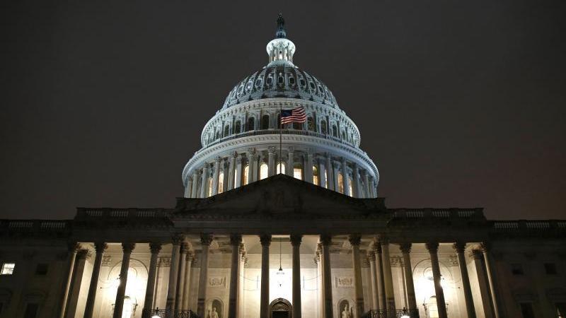 Das Kapitol nach einer Anhörung für ein mögliches Amtsenthebungsverfahren gegen US-Präsident Trump. Foto: Patrick Semansky/AP/dpa