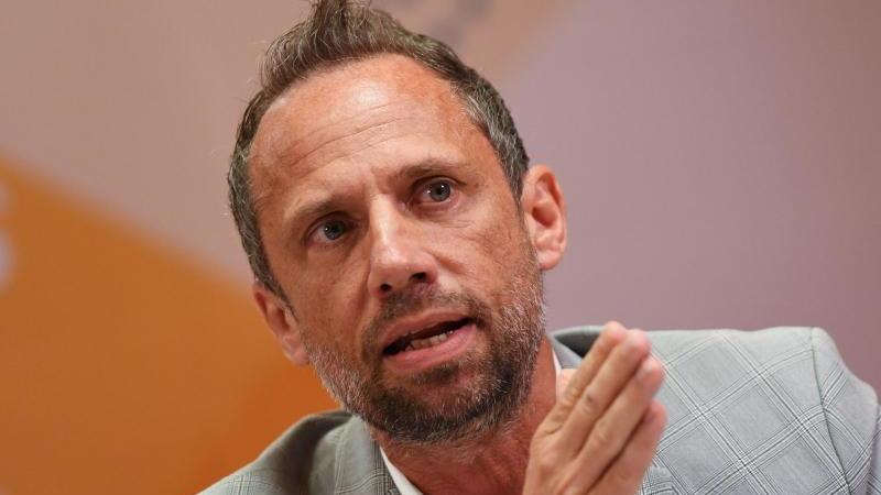 Der bayerische Umweltminister Thorsten Glauber (Freie Wähler) spricht auf einer Pressekonferenz. Foto: Angelika Warmuth/dpa