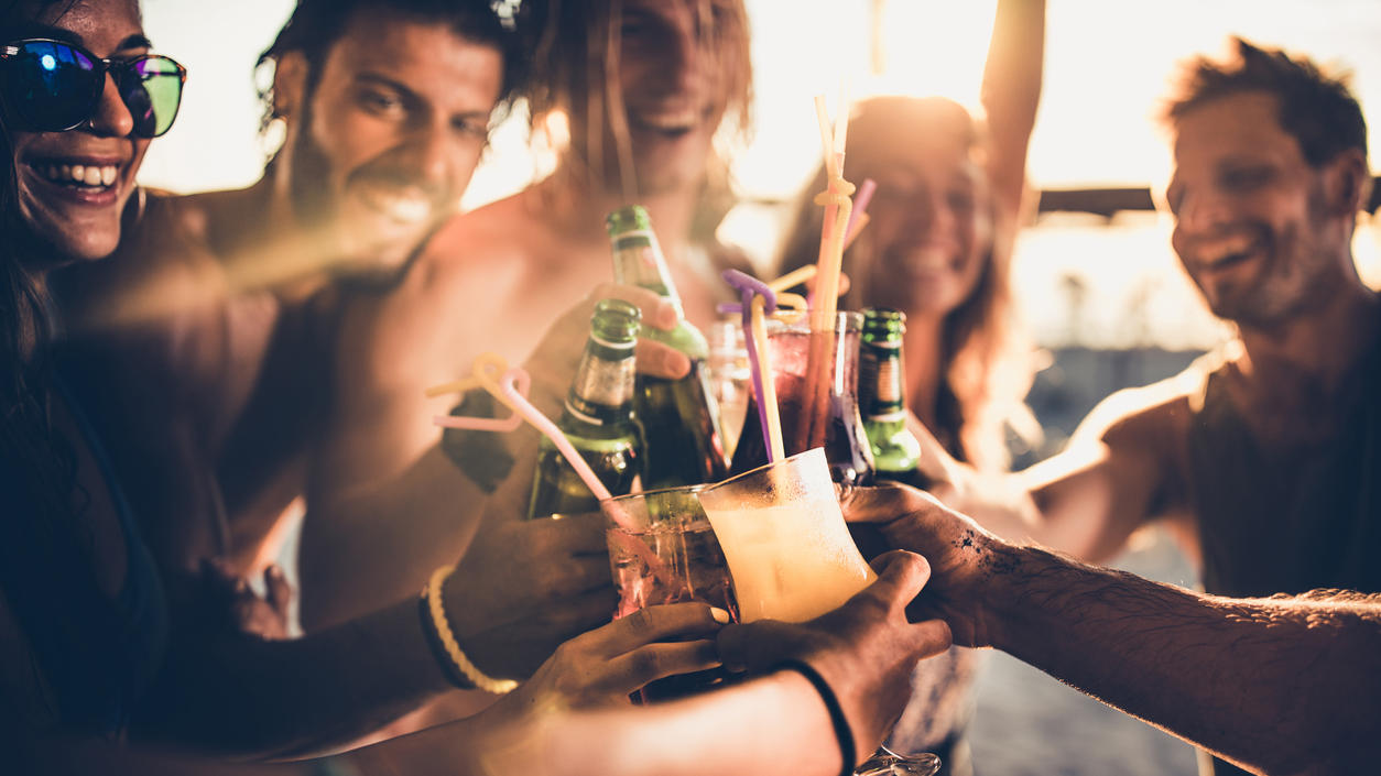 Der Alkoholkonsum am Strand könnte zukünftig eingeschränkt werden.