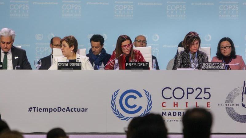 Carolina Schmidt (M) aus Chile hat den Klimagipfel geleitet. Foto: Ricardo Rubio/Europa Press/dpa