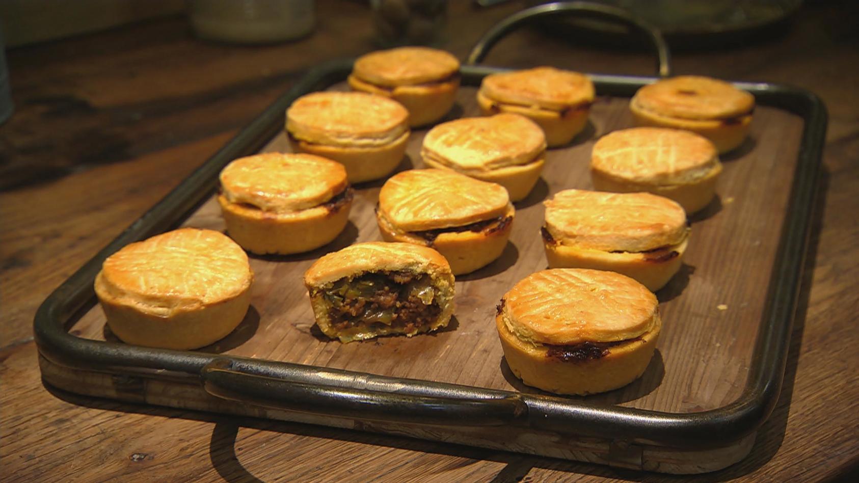 Süß und herzhaft aus dem Ofen - Das kriegt jeder gebacken: Mini-Pies mit Curryhack