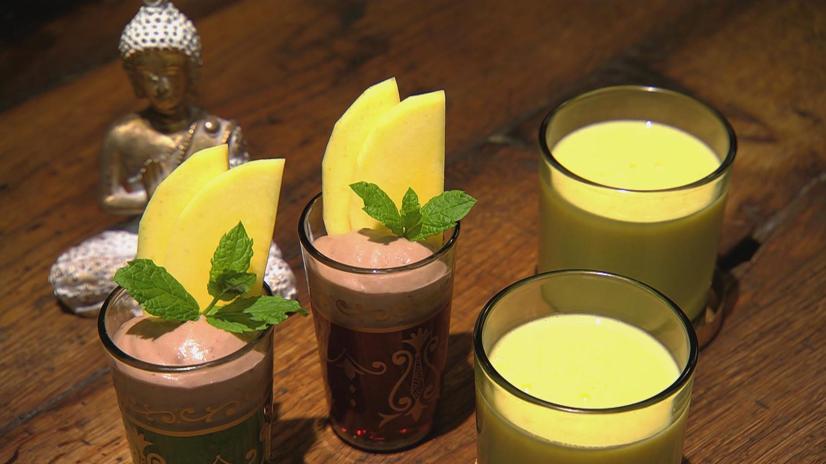 Buntes Bollywood – Indische Küche für Einsteiger: Chai-Schoko-Pudding mit Mangolassi