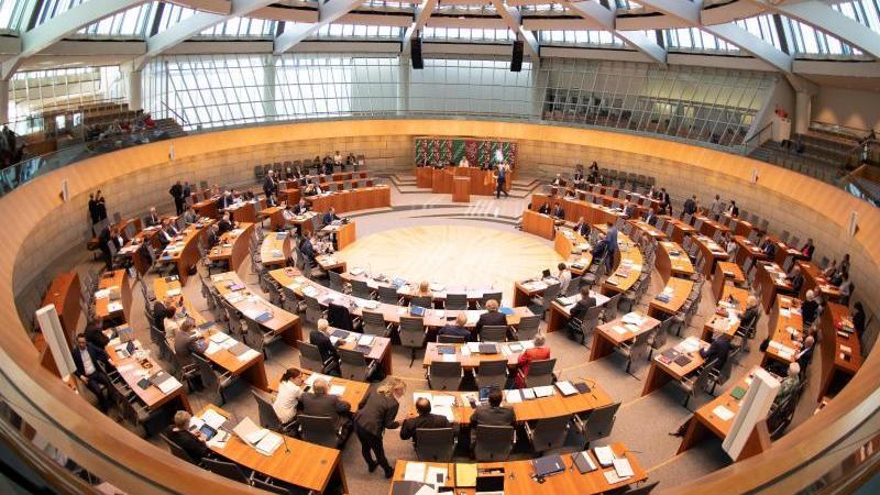 Der nordrhein-westfälische Landtag debattiert. Foto: Federico Gambarini/Archiv