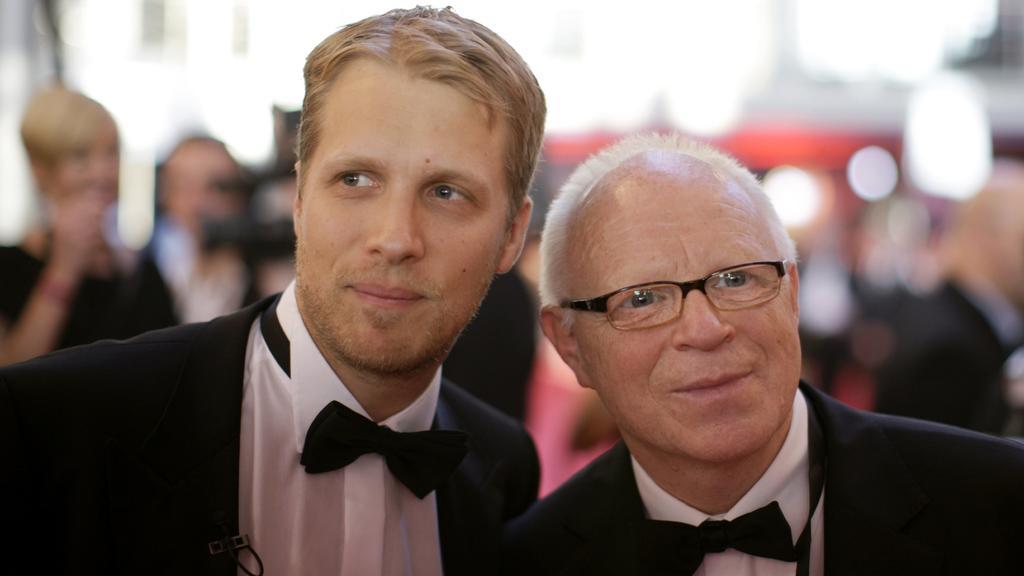 Comedian Oliver Pocher (l) und sein Vater Gerhard kommen am Samstag (26.09.2009) in Köln zur Verleihung des Deutschen Fernsehpreises. Der Deutsche Fernsehpreis, der in diesem Jahr in 19 Kategorien verliehen wird, dazu kommen zwei mit jeweils 15.000 E
