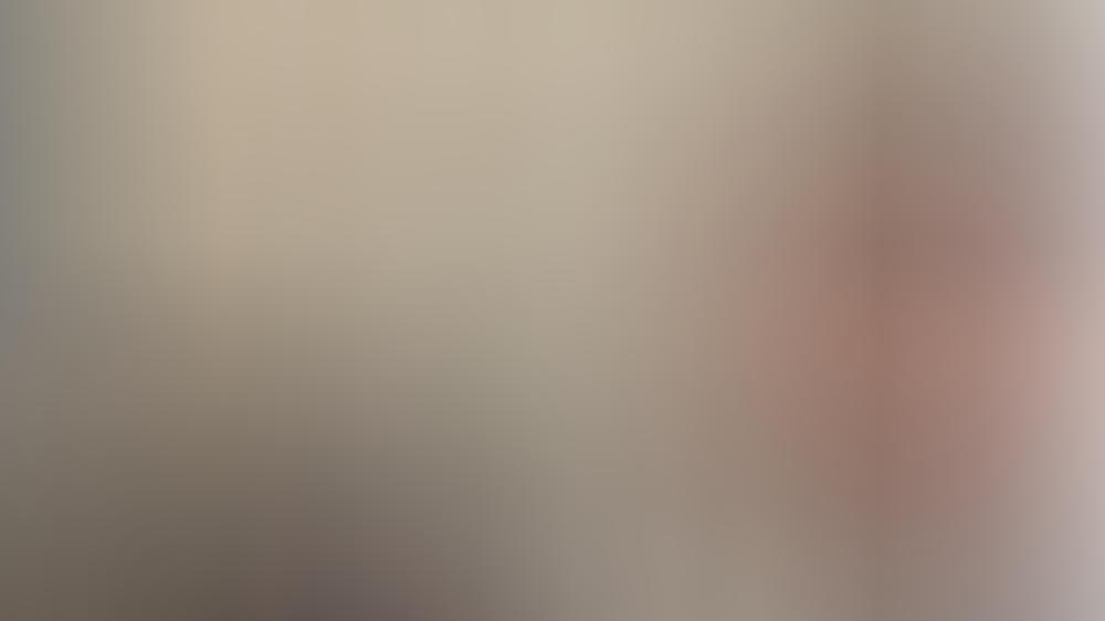 """Mit einem zufriedenen Gesichtsausdruck postet Orlando Bloom ein Selfie vom """"Carnival Row""""-Set"""
