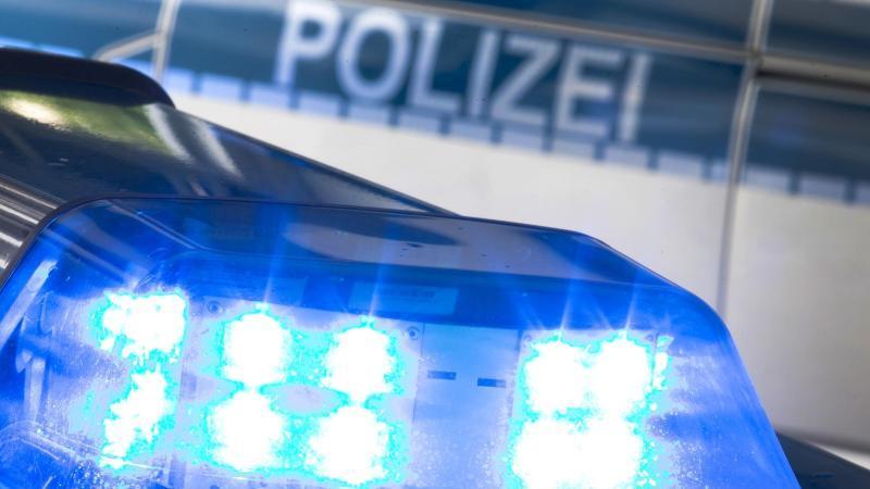 Ein Blaulicht der Polizei. Foto: Friso Gentsch/dpa/Archivbild