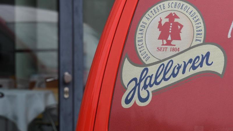 Ein Firmenfahrzeug der Halloren Schokoladenfabrik AG. Foto: Hendrik Schmidt/zb/dpa