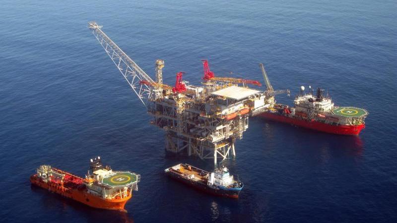 Die Betreiber des Gasfelds müssten zunächst sicherstellen, dass durch die Produktion keine Gesundheitsschäden für Bewohner der israelischen Küste zu befürchten seien, hieß es zur Begründung. Foto: Albatross Aerial Photgraphy/epa/dpa