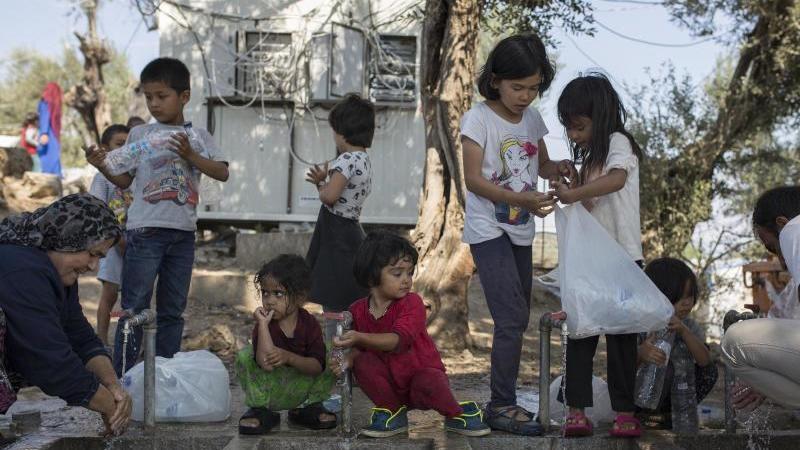 Die EU-Kommission fordert Deutschland und andere EU-Staaten auf, unbegleitete minderjährige Migranten aus den überfüllten griechischen Lagern aufzunehmen - auch wenn die allermeisten von ihnen keine Kinder, sondern Jugendliche sind. Foto: Socrates Baltagi