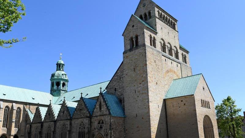 Der Hildesheimer Dom St. Mariä Himmelfahrt ist zu sehen. Foto: Holger Hollemann/dpa/Archivbild