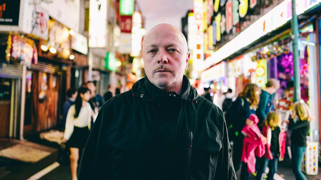 """Ronan Harris beim Dreh zum Video """"When Is The Future"""" in Tokio."""