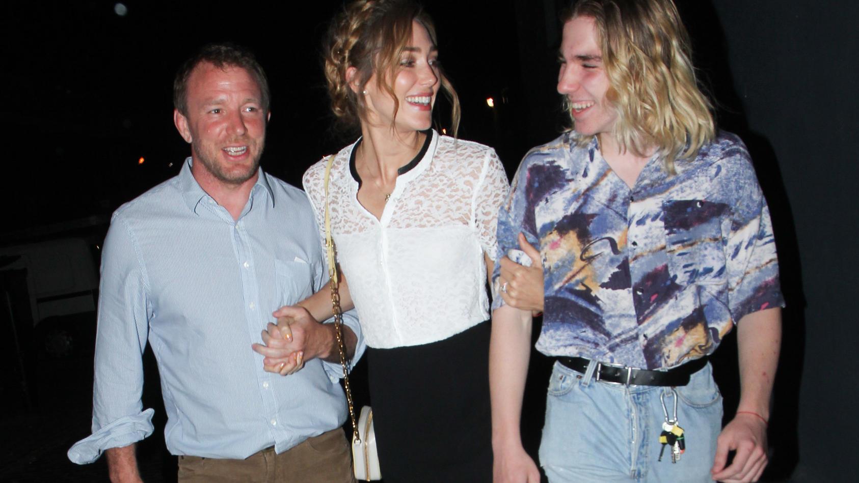 Guy Ritchie, Ehefrau Jacqui Ainsley und der damals 15-Jährigen Sohn Rocco (v.l.n.r.) im Jahr 2015.