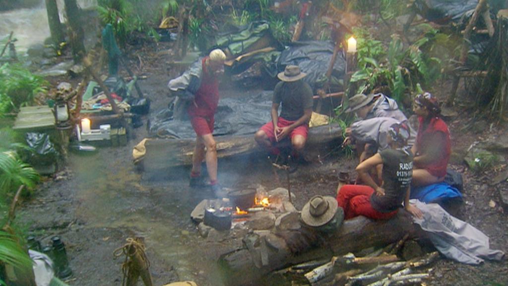Tag 13 im Camp - Ausnahmezustand im Dschungel! Nach drei Tagen heftigen Dauerregens ist das RTL-Dschungelcamp von der Außenwelt abgeschnitten. Die verbliebenen sechs Kandidaten sind sicher versorgt. # Foto: RTLVerwendung der Bilder für Online-Medien