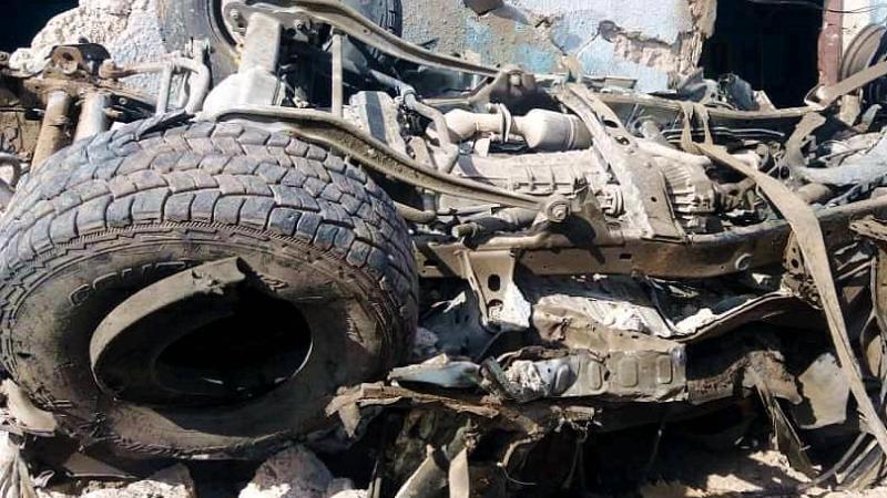 Die Trümmer eines Fahrzeugs am Schauplatz der Autobombenexplosion. Foto: XinHua/dpa