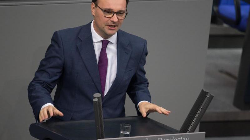 Oliver Luksic (FDP) spricht bei der Plenarsitzung des Deutschen Bundestages. Foto: Jörg Carstensen/dpa