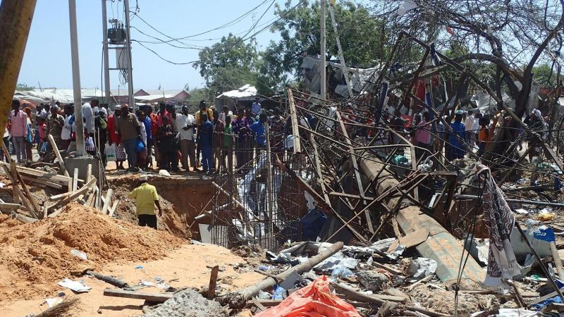 Bei einem Sprengstoffanschlag waren am Samstag in Mogadischu fast 100 Menschen getötet und mehr als 120 verletzt worden. Foto: Abdirahman Mohamed/dpa