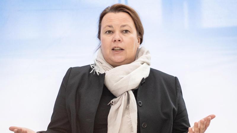 Ursula Heinen-Esser (CDU) gibt eine Pressekonferenz. Foto: Marcel Kusch/dpa/Archivbild