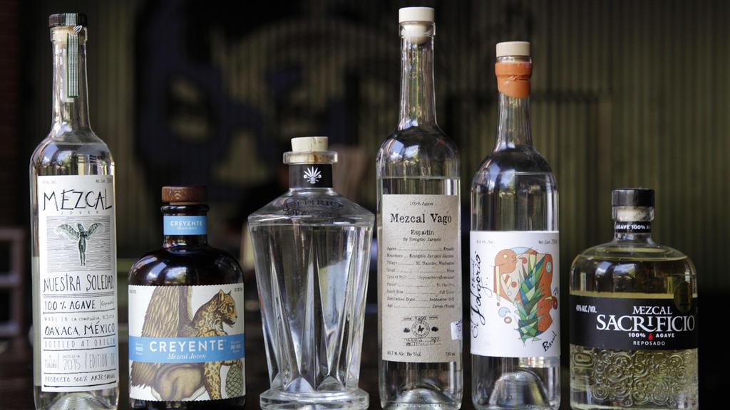 Flaschen mit Mezcal