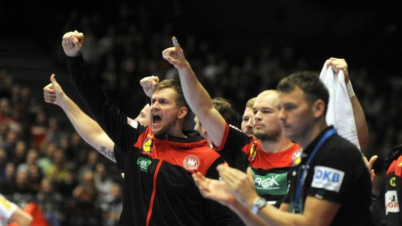 Die deutschen Handballer sind bereit für die EM. Foto: Herbert Pfarrhofer/APA/dpa