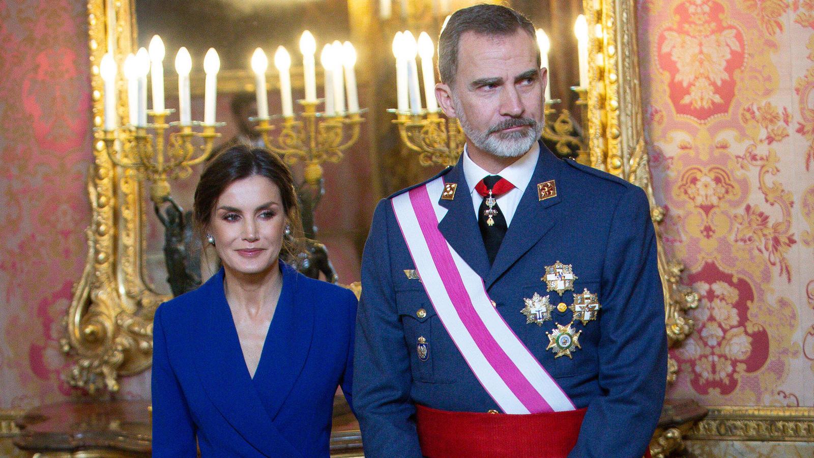 König Felipe VI und Königin Letizia von Spanien bei der Militärparade 2020