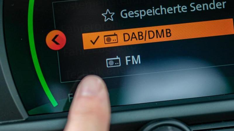 Für Neuwagen ist DAB-Empfang ab Dezember 2020 gesetzlich vorgeschrieben. Foto: Jens Kalaene/dpa-Zentralbild/dpa-tmn