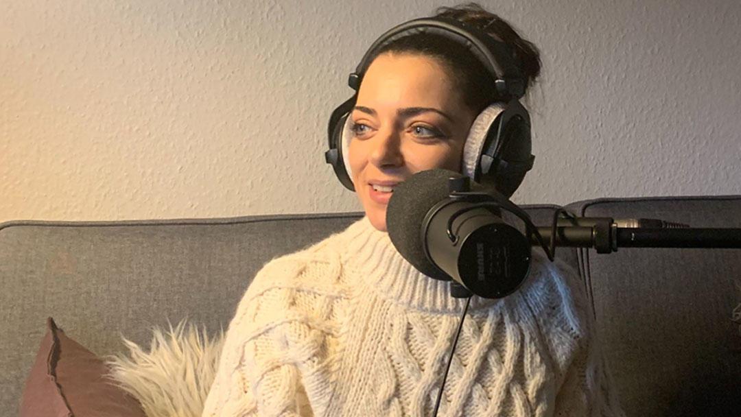 """Anne Menden im offiziellen Podcast von """"Gute Zeiten, schlechte Zeiten""""."""