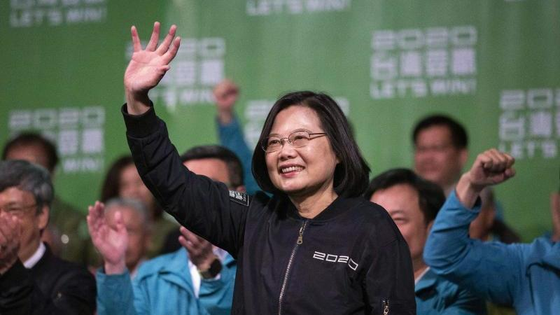 Mit einem klaren Sieg für die chinakritische Präsidentin Tsai Ing-wen haben die Taiwaner der kommunistischen Führung in Peking eine Abfuhr erteilt. Foto: Chan Kwok Shing/SOPA Images via ZUMA Wire/dpa
