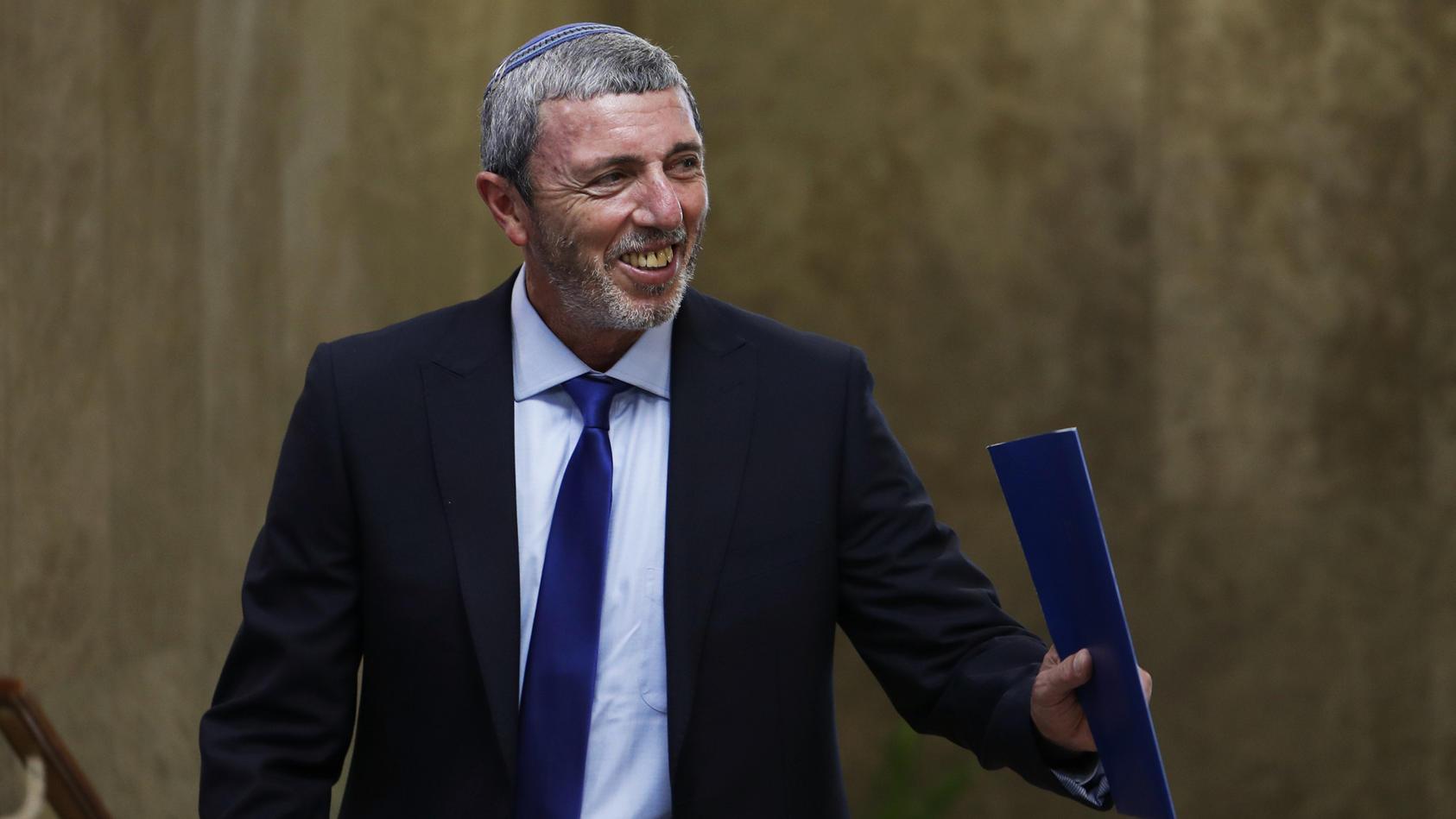 Mehrere Schulen haben gegen schwulenfeindliche Äußerungen des israelischen Erziehungsministers Rafi Perez protestiert.