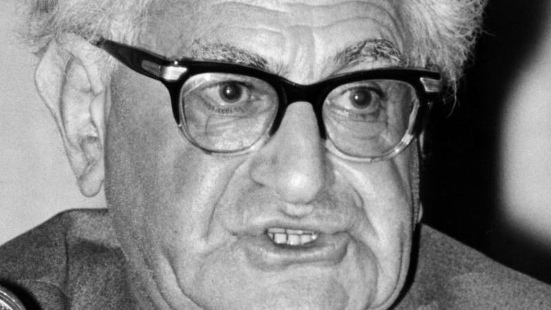 Fritz Bauer, ab 1956 hessischer Generalstaatsanwalt. Foto: Karl Schnörrer/dpa/Archivbild