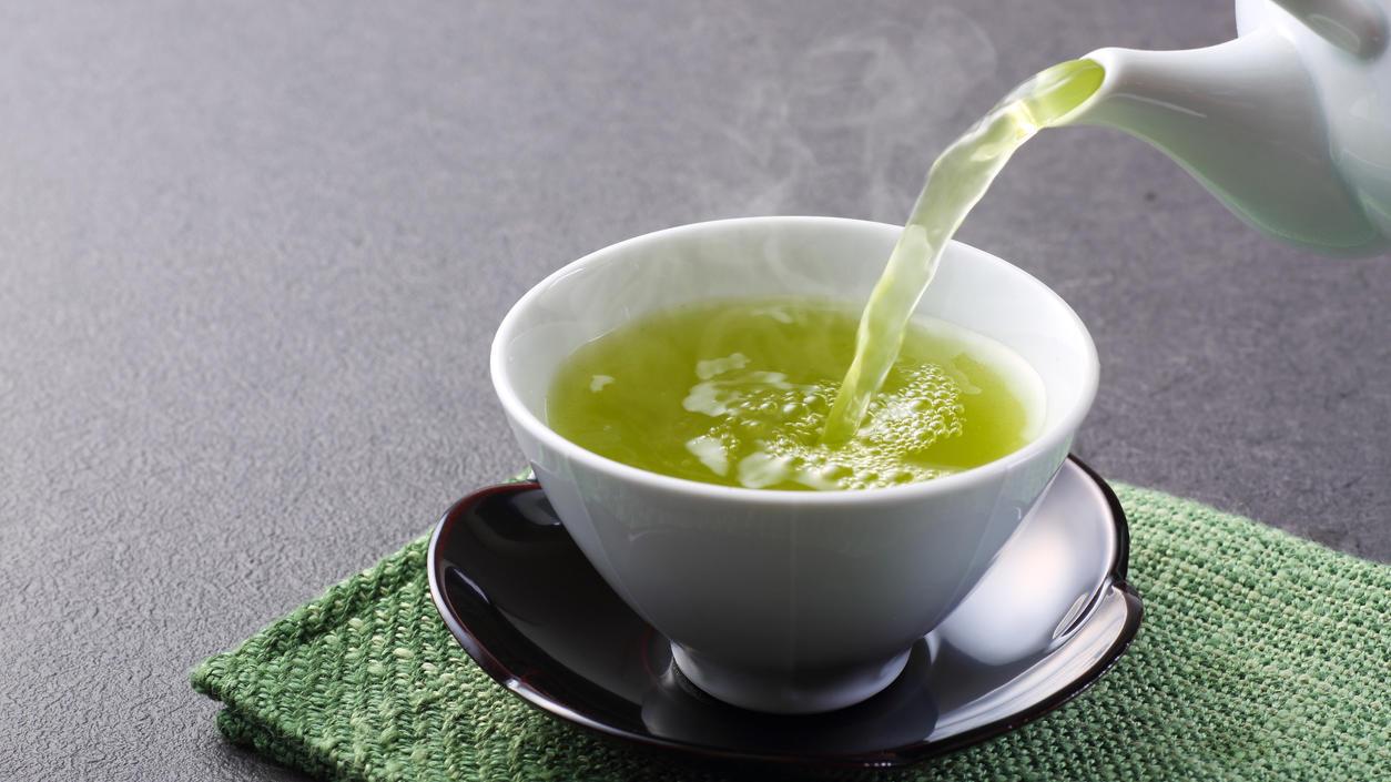 Vor allem der regelmäßige Konsum von grünem Tee wirkt sich positiv auf die Gesundheit aus.