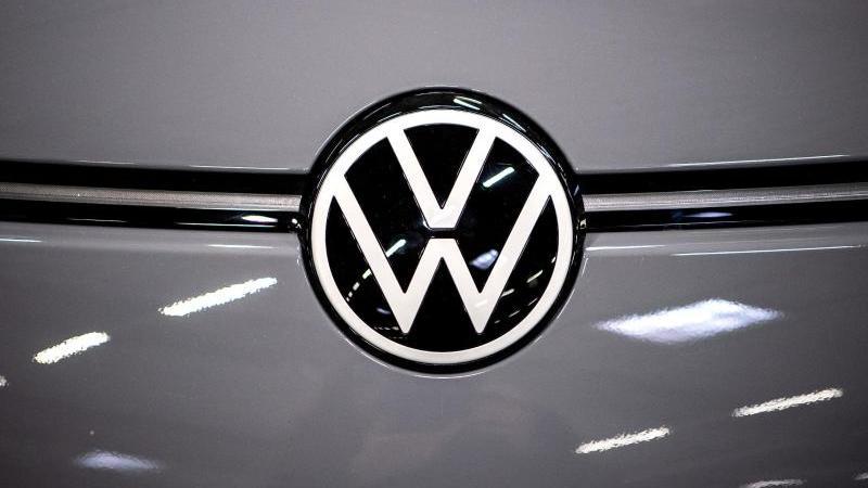 VW hat 2019 mehr als 6 Millionen Fahrzeuge verkauft. Foto: Sina Schuldt/dpa