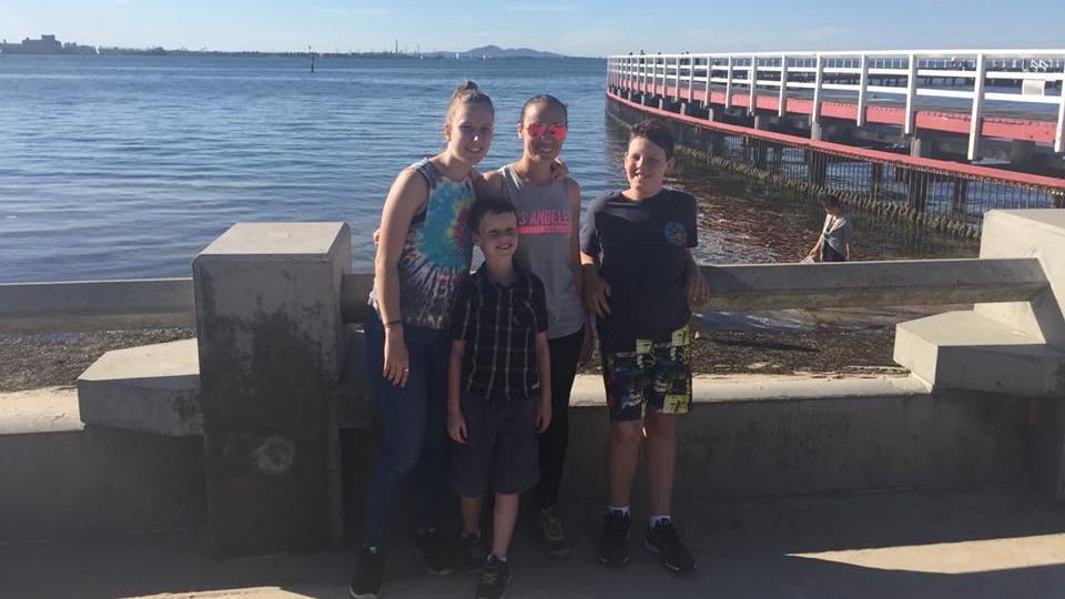 Cassie Langan und ihre Kinder