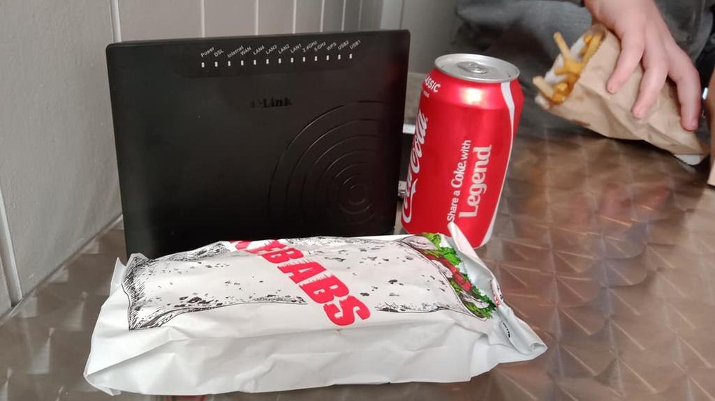Modem mit Fast Food