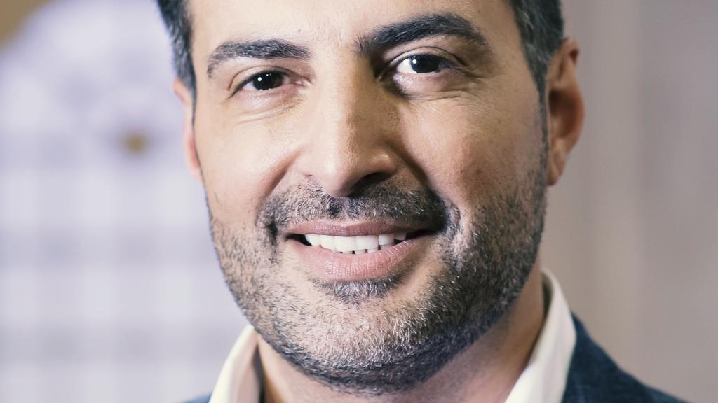 Moderator Sükrü Pehlivan steht jedem Verkäufer zur Seite.